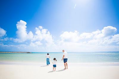 家族旅行 沖縄 写真 海