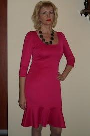 Sukienka z nurka.