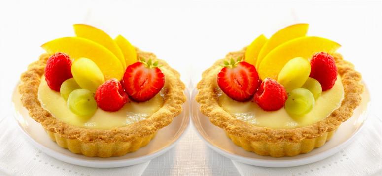Kue Pie Buah Dilengkapi Toping White Coklat