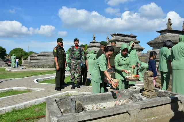 Peringati HUT ke-32, Prajurit Brigif Para Raider 3 Kostrad Ziarah ke TMP Sultan Hasanuddin