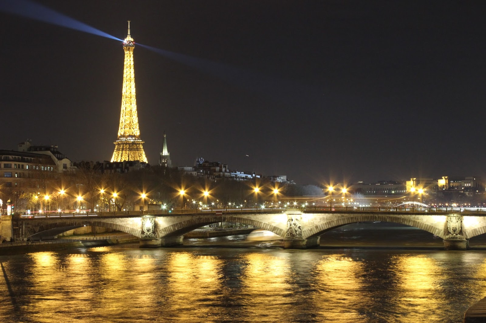 review fujifilm xm1 and fujinon xf35mm f1.4-14 long exposure paris eiffel with canon 600d