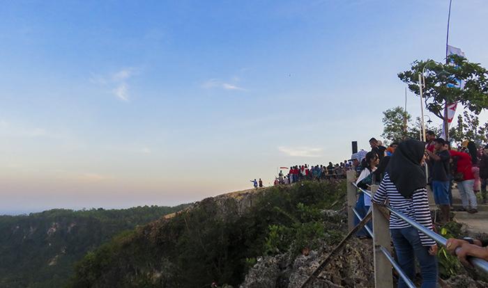 Pengunjung di Sentono Gentong