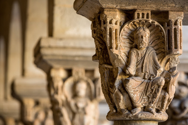 Cristo en el Claustro del Monasterio de Sant Cugat del Vallès :: Canon EOS5D MkIII | ISo400 | Canon 70-200@169mm | f/4.5 | 1/60s