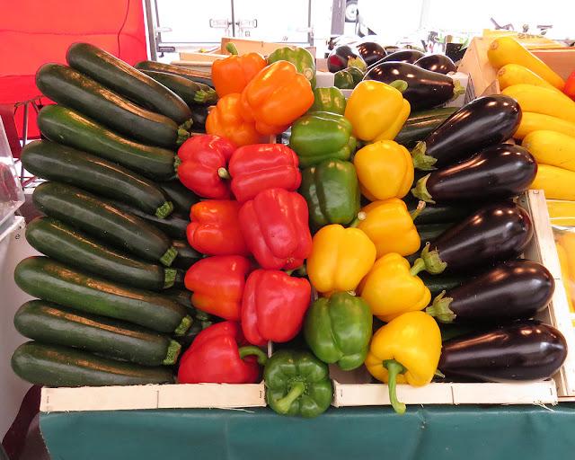 Vegetable stand, Marché Cours de Vincennes, Cours de Vincennes, Paris