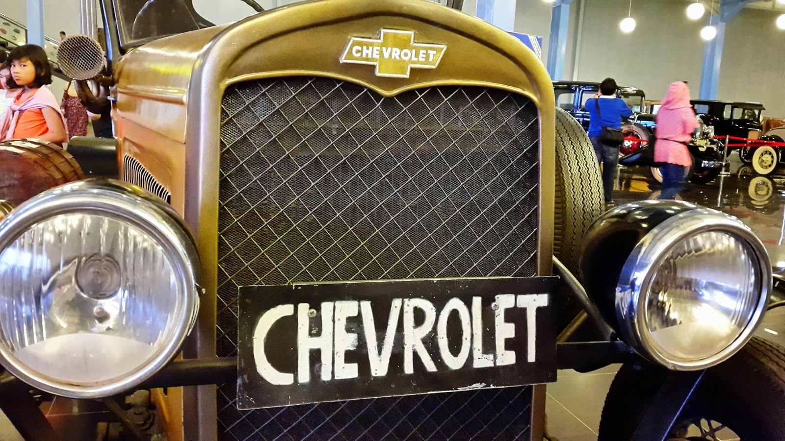 Mobil Klasik Yang Terletak Di Museum Angkut ~ Potret Bebas