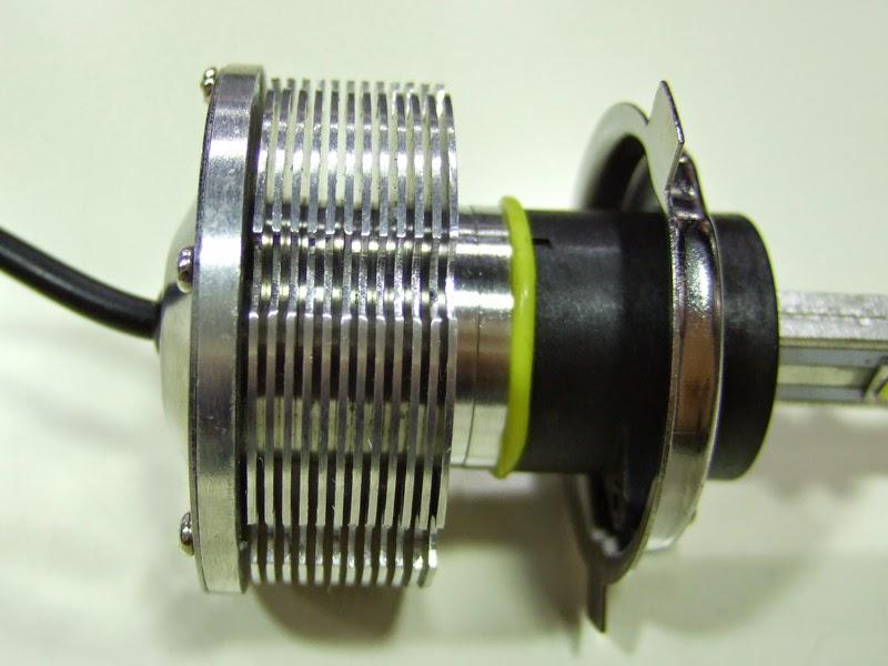 sphere-light-LED_H4 独特の冷却ヒートシンク部。そのアルミで出来た部分は放熱性に優れているのか?