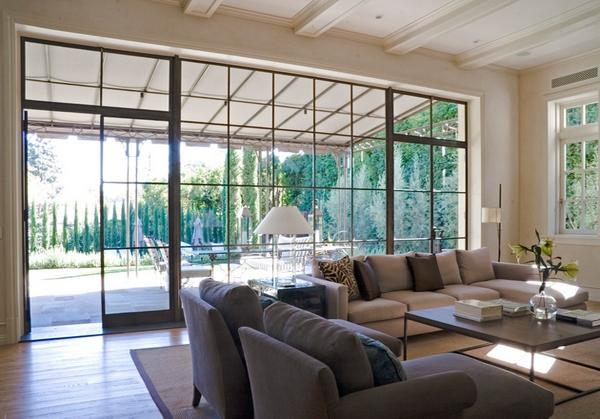 Anda sanggup memperbarui jendela rumah Anda Ide Unik Desain Jendela Ruang Tamu Modern