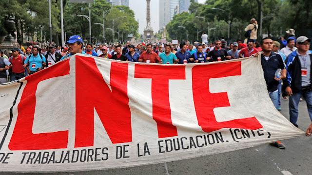 """Los maestros inconformes retiran el cerco al Congreso mexicano pero se declaran en """"alerta máxima"""""""