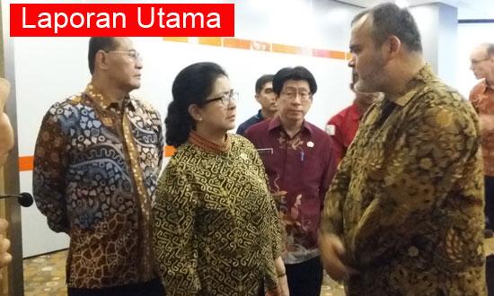 HADIR : Menteri Keehatan Republik Idonesia Dr. dr. Nila Djuwita F. Moeloek, SpM (K) saat hadir di Temu Blogger 2017 di Harris Pontianak Foto Asep Haryono