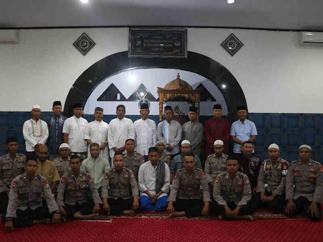 Akhmad Wiyagus Laksanakan Sholat Subuh di Masjid At Taqwa Tantui