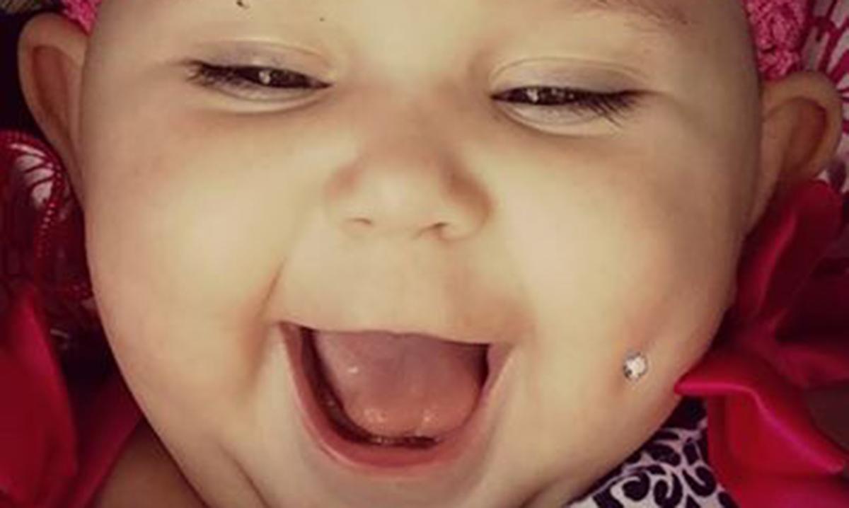 ddd6c69e16 Mãe gera polêmica e é ameaçada de morte após escrever texto e publicar foto  de filha com piercing nas redes sociais
