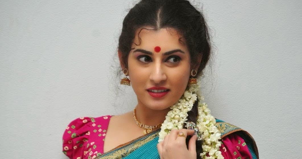 Archana Veda Hot Navel Pics In Saree Side View_Archana