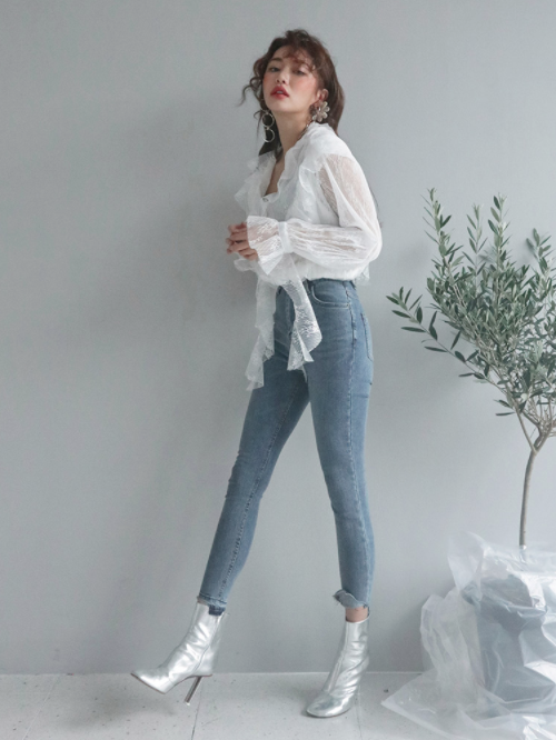 Frayed Step Hem High-Rise Jeans