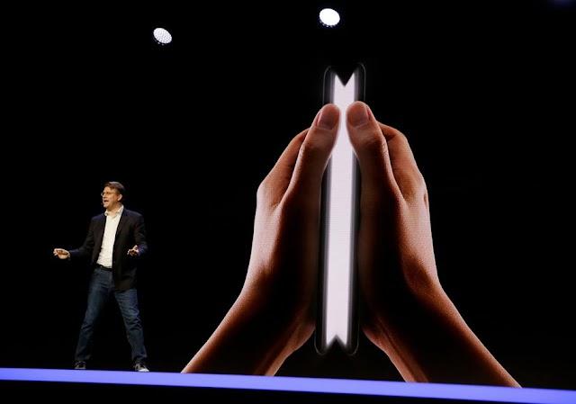 Samsung hadirkan bentuk Smartphone lipat