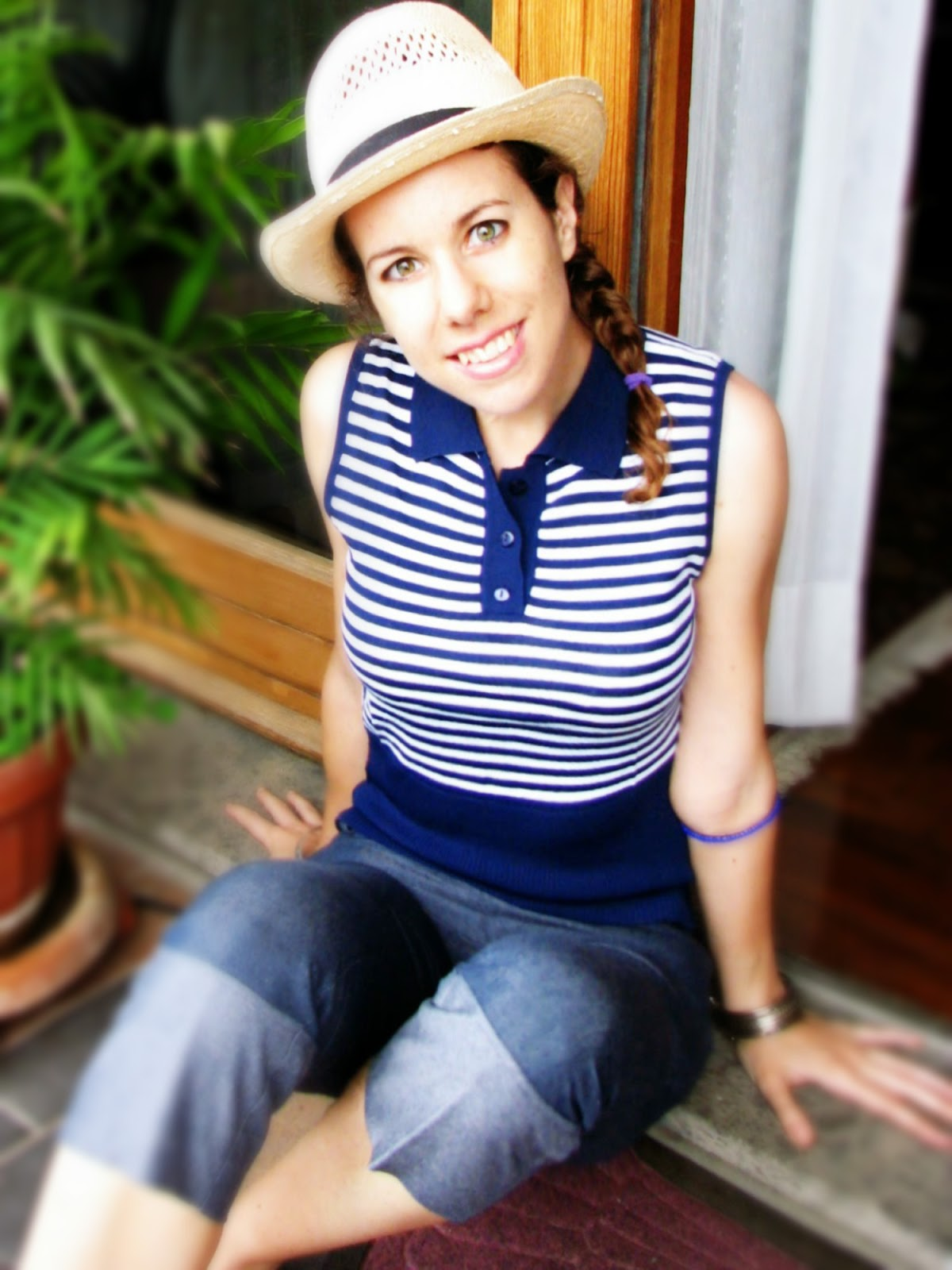 http://s-fashion-avenue.blogspot.it/2015/07/ootd-navy-stripes-and-denim.html