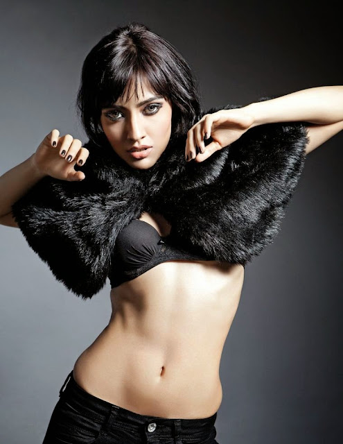 Neha-Sharma-Sexy-Toned-Belly