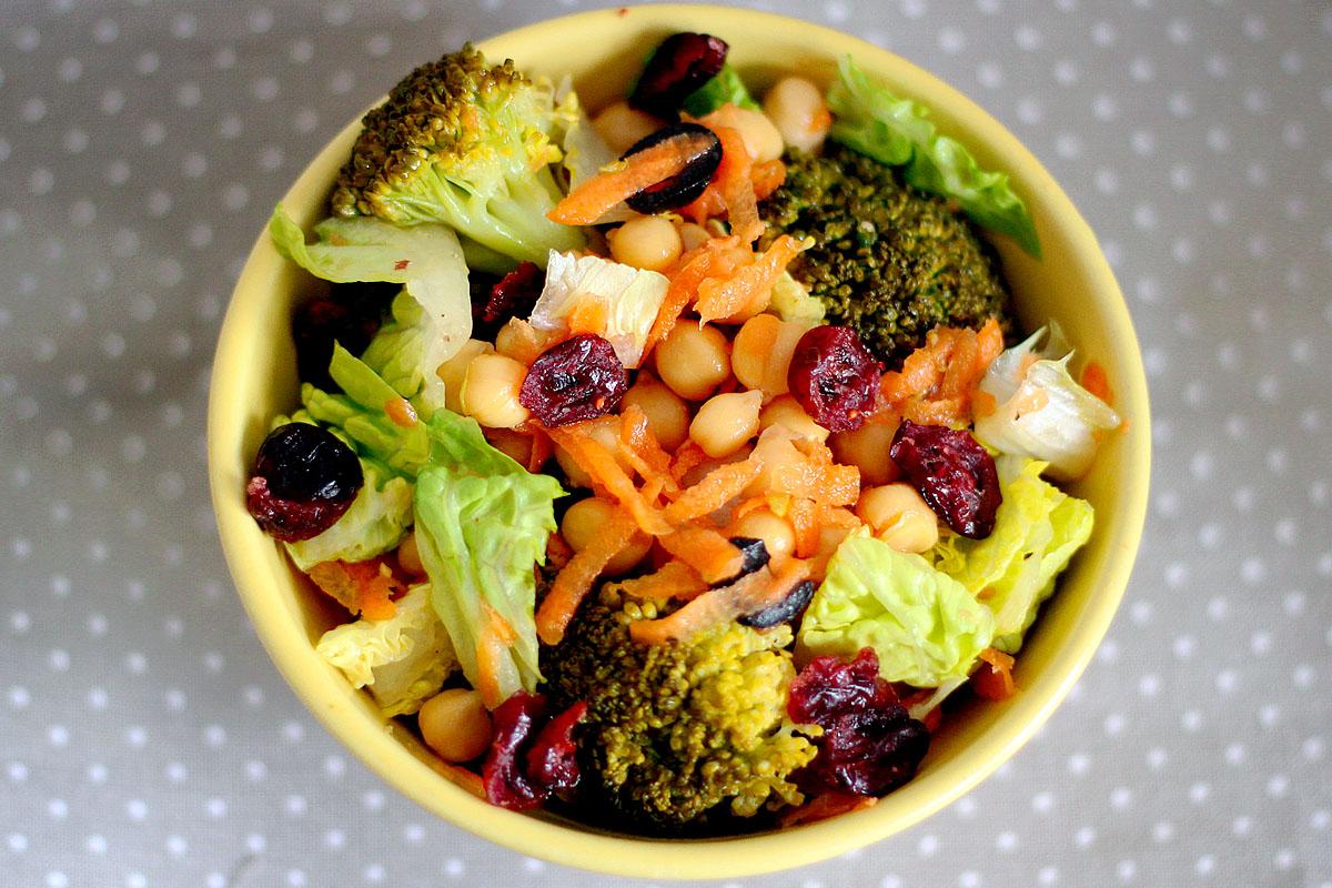 follow the vegan way kichererbsensalat mit brokkoli und cranberries. Black Bedroom Furniture Sets. Home Design Ideas