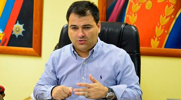Más escasez en puertas: Ministro López amenaza con tomar laboratorios farmacéuticos