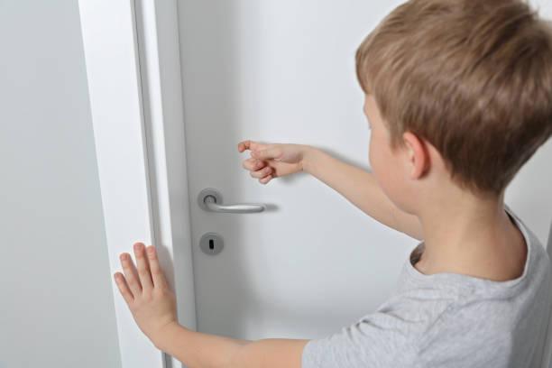 Ajarkan Anak Mengetuk Pintu Sebelum Masuk Ruangan