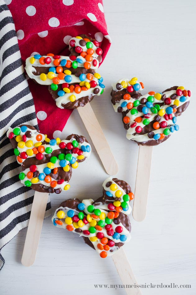 What a fun Disney treat!  These Chocolate Dipped Mickey Mouse Rice Crispy Treats can be made at home!  |  mynameissnickerdoodle.com