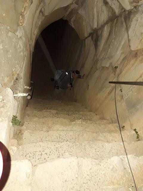 המדרגות במבצר