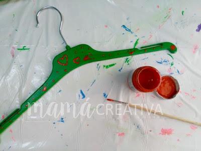 decorar perchas de plástico