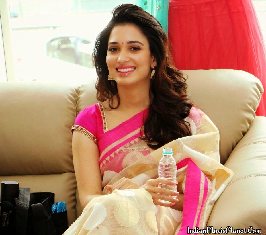 Tamanna Cute Pink Saree Photos
