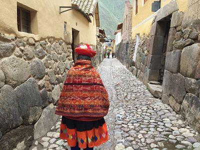 Ollantaytambo. Perú. Mujer típica.