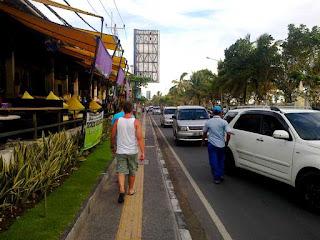 Jalan Pantai Kuta Bali