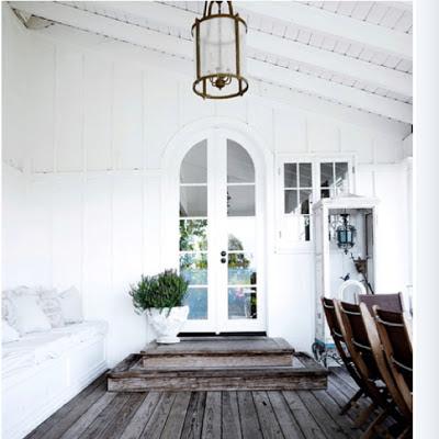 Valkoinen talo, sininen ovi: Maalaisromantiikan lopun alkua?
