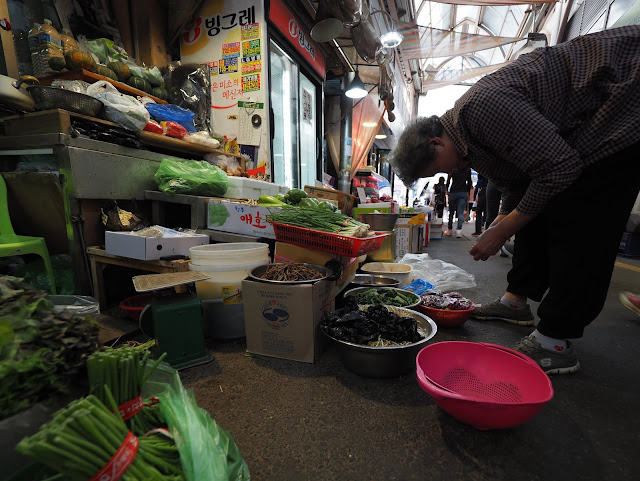 Local vegetable stall at Tongin Market (통인시장)