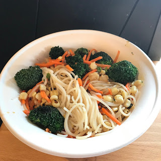Rice noodle bowl with veggies