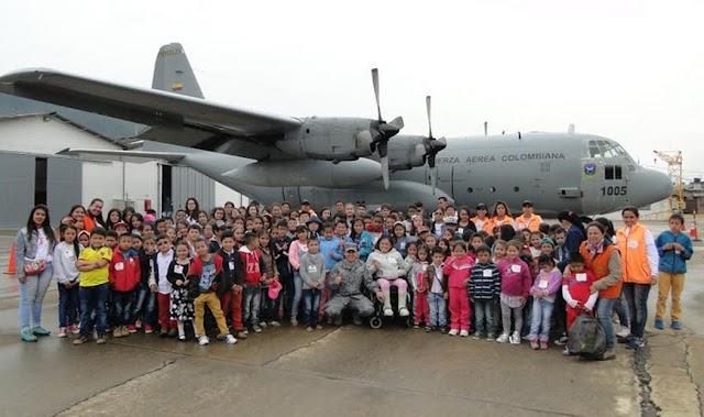 145 niños de la Sabana de Occidente visitan el Comando Aéreo de Mantenimiento en Madrid