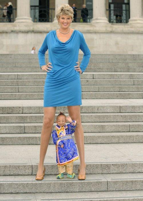 Tall Girls: Very Tall Giant Amazon Women