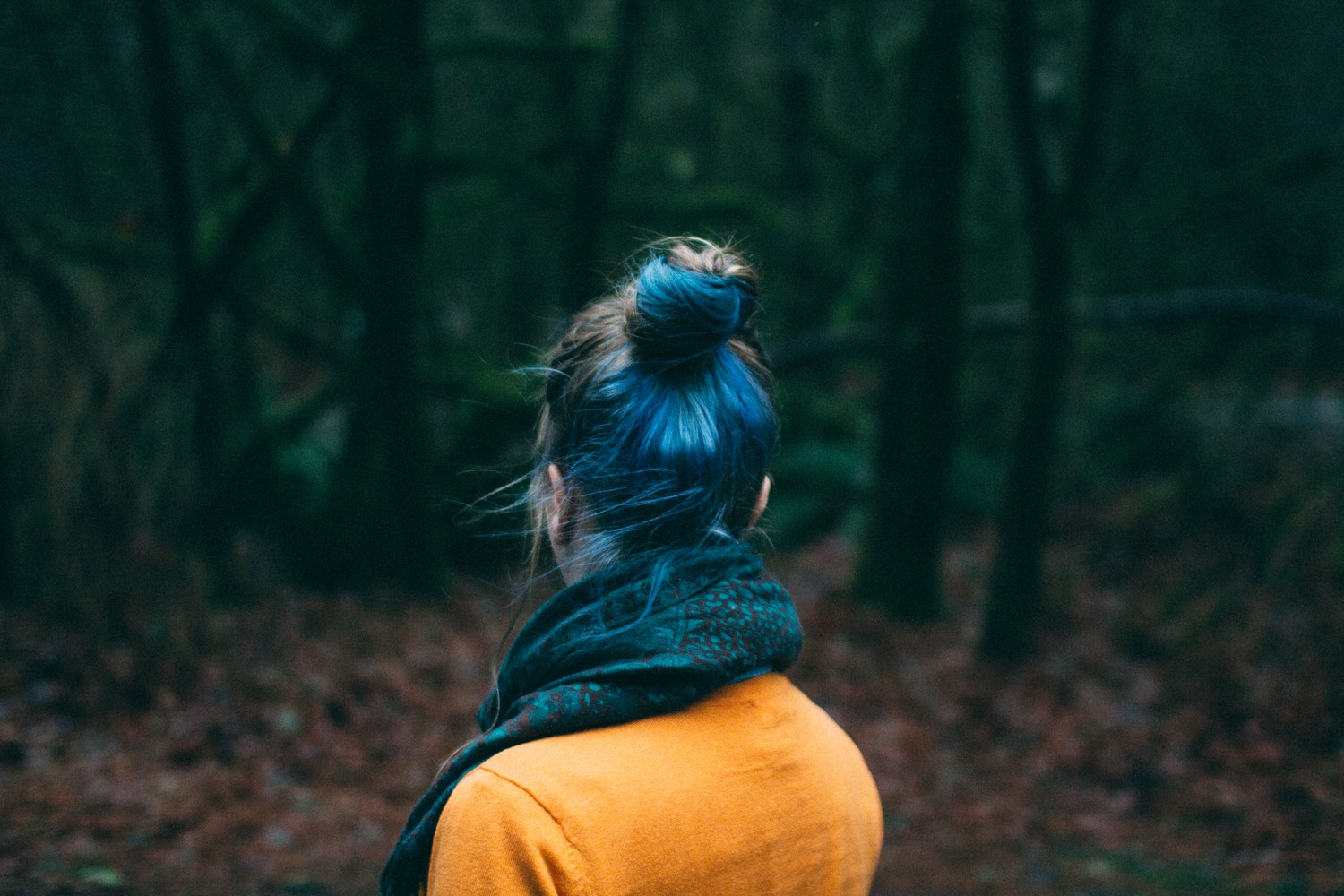 girl with blue hair in the woods