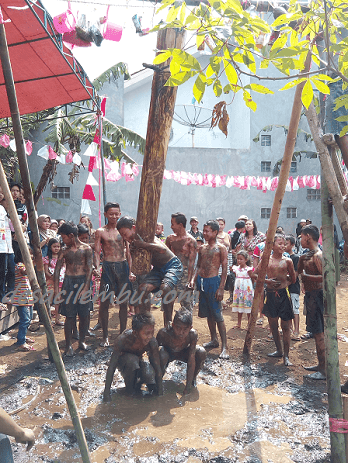 Lomba Panjat Pisang HUT RI 2016