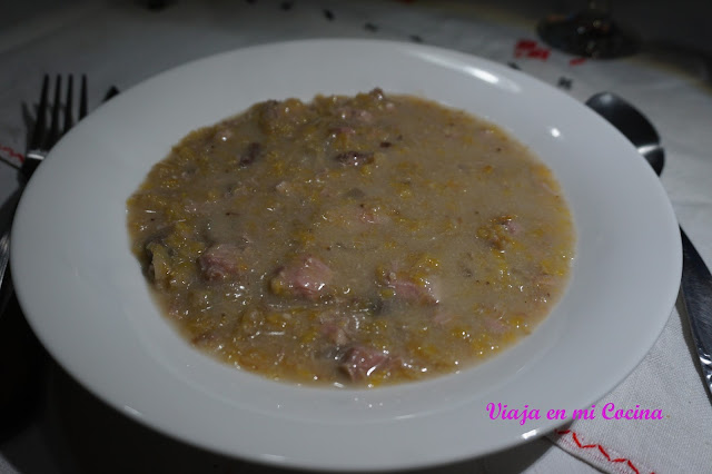 Sopa de Kosrae (Sopa de atún, plátano y leche de coco)
