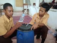 Siswa SMP PGRI 6 Kayen Diajari Buat Bio Aktif