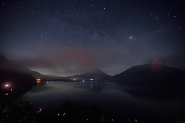 本栖湖 富士山 星空 14mm