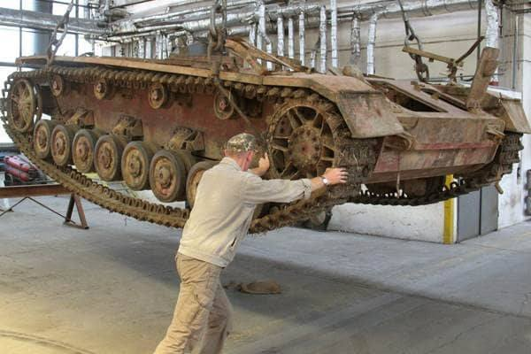 This Tank Was Discovered Hidden In 10 Feet Of Mud So They Restored It. The Result Of Their Efforts Is Rewarding!