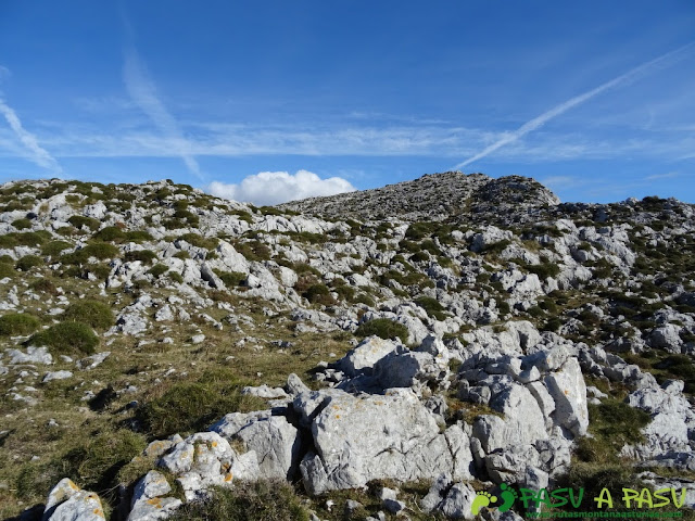 Sierra de Juan Robre: Salida de la Canal de la Colgaiza hacia el Forcao del Cuerno