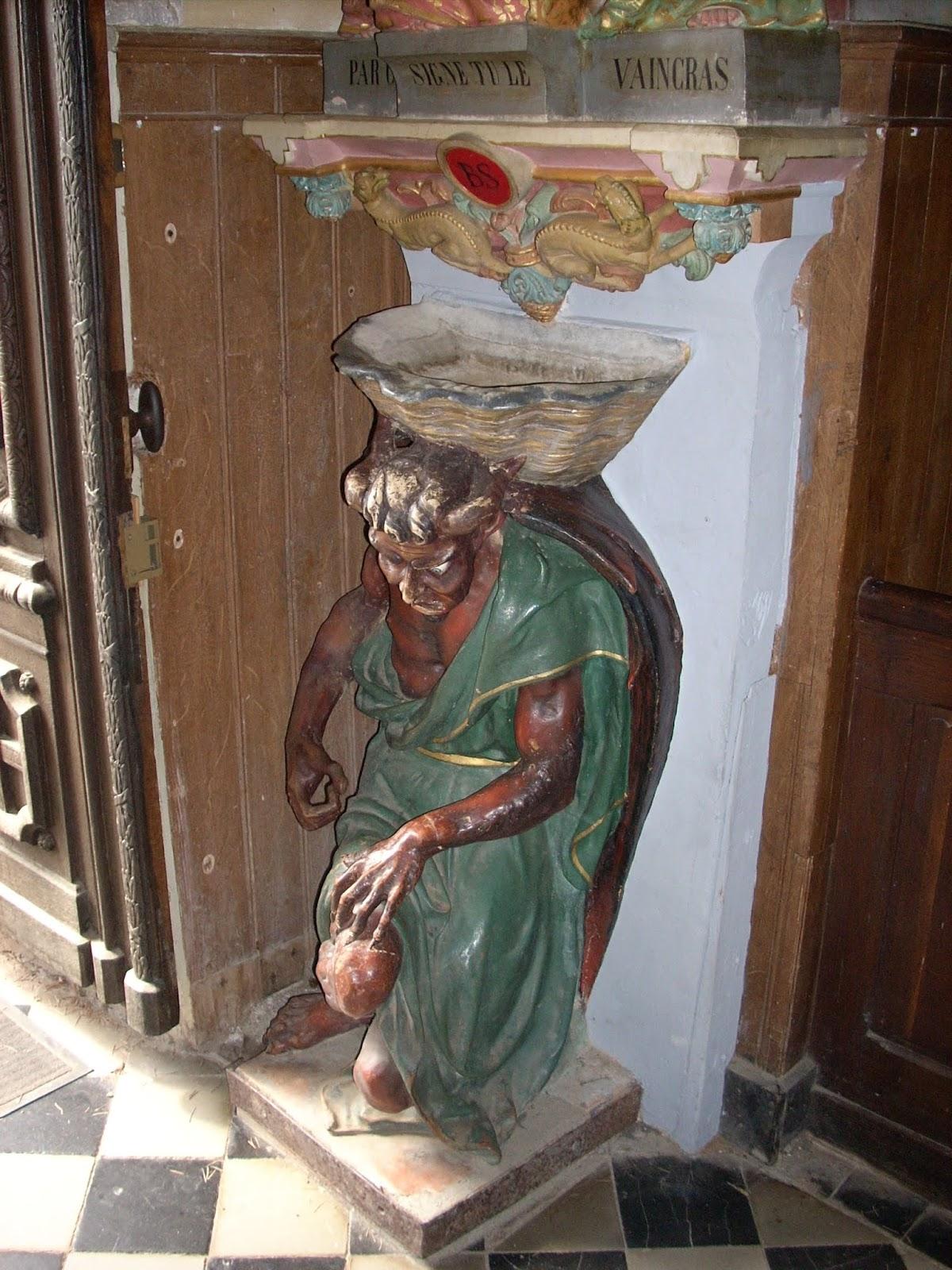 Estatua del demonio Asmodeo
