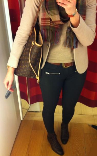 Jakku Massimo Dutti    slipoveri ja kengät Zara    housut ja vyö GT     huivi Mulberry    laukku LV 4e8ed032d5