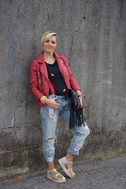 borsa con frange fringe bag fringe handbags ripped jeans outfit jeans strappati come abbinare i jeans strappati outfit settembre 2016 outfit autunnali mariafelicia magno fashion blogger colorblock by felym web influencer italiani blogger italiane di moda fashion blogger italiane
