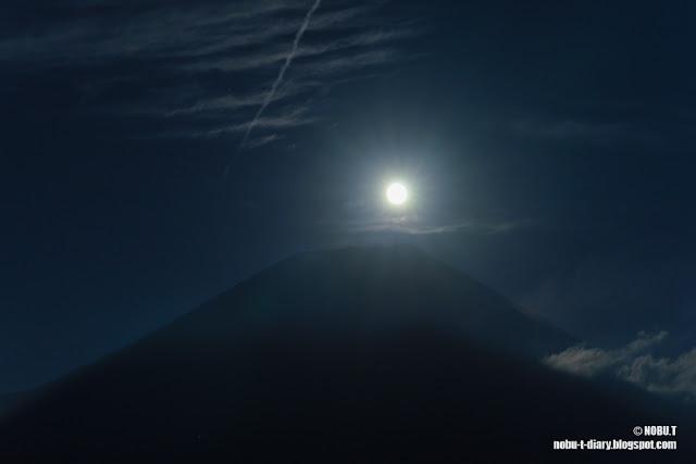 月と富士山~朝霧高原