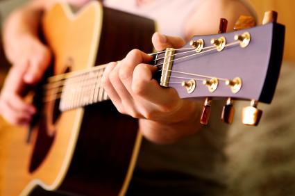 10 Bí Quyết Giúp Học Đàn Guitar Nhanh Tiến Bộ