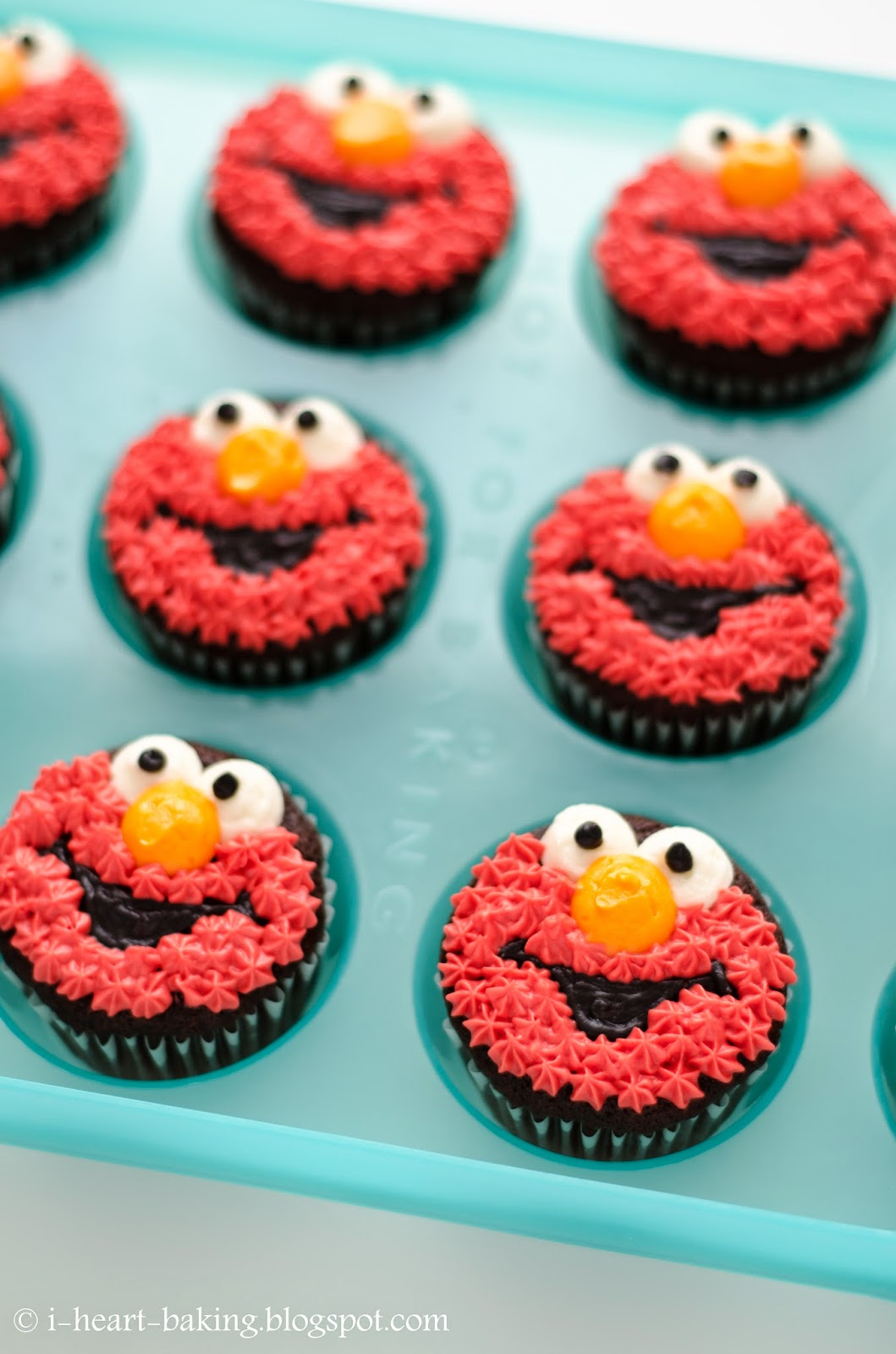 I Heart Baking Elmo Cupcakes