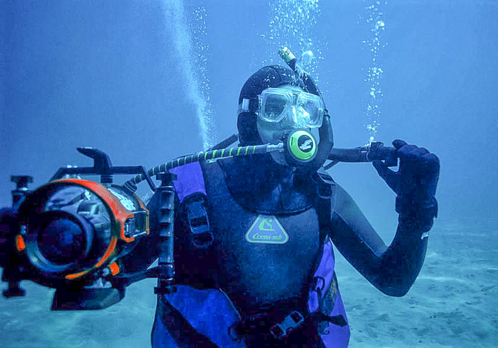 Luis Pettite esperando una ballena para filmarla