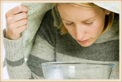 Cara Mengobati Radang Tenggorokan dgn Kumur dengan campuran air, garam dan kunyit