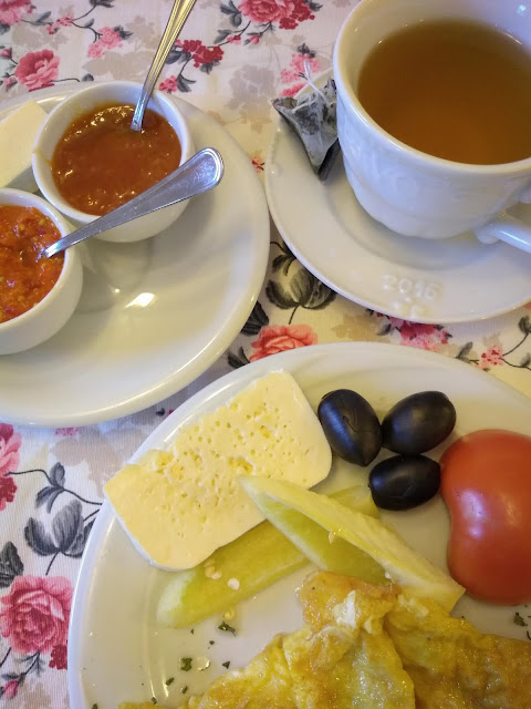 Mic dejun la Cabana Nuta, Muntii Sureanu